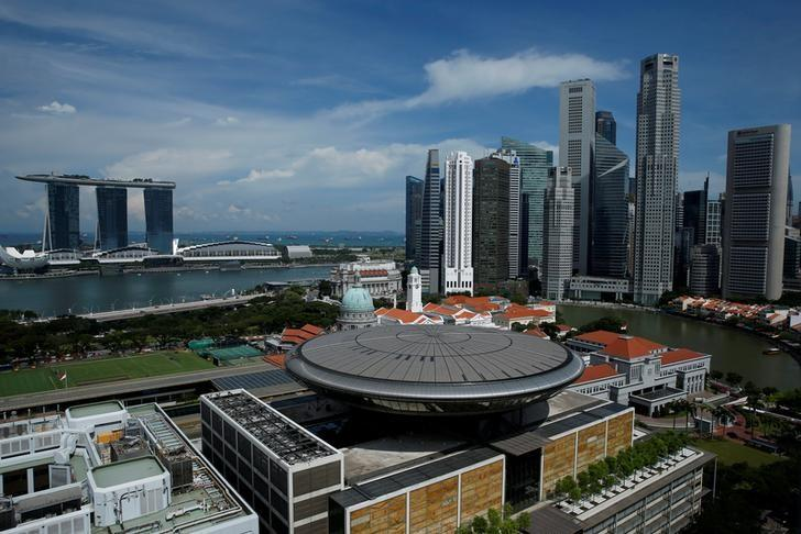 A view of the Marina Bay Sands casino and hotel (L) and the skyline of Singapore's central business district May 27, 2016. REUTERS/Edgar Su/File Photo