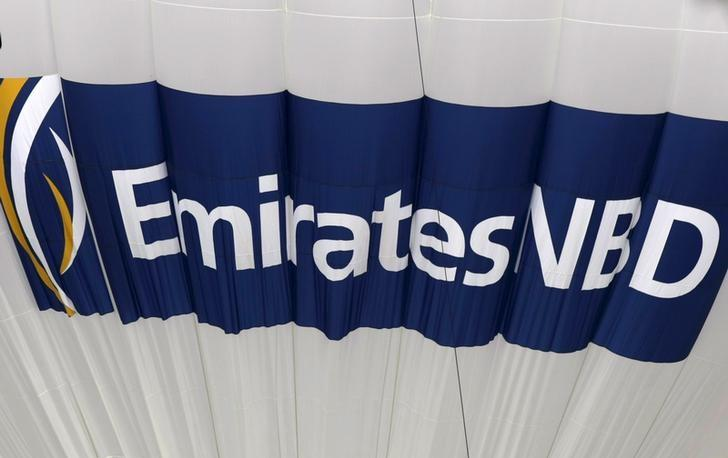 The logo for Emirates NBD bank is seen on a deflating hot air balloon over the Emirates Golf Course in Dubai in this December 11, 2009 file photo.         REUTERS/Steve Crisp/Files