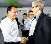 China's Premier Li Keqiang (L) shakes hands with Apple's chief executive Tim Cook (R) as Alibaba Group Holding Ltd founder Jack Ma (2nd, L) looks on during a nation-wide innovation event, in Shenzhen, Guangdong province, China, October 12, 2016. Picture taken October 12, 2016. China Daily/via REUTERS