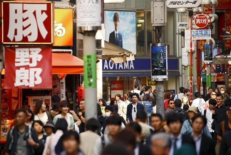 2016年4月19日,日本东京新宿区的购物街。REUTERS/Thomas Peter