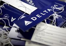 Delta Airlines, à suivre à Wall Street. L'action perdait 0,9% en avant-Bourse, la compagnie aérienne ayant pourtant annoncé un bénéfice supérieur au consensus au troisième trimestre. /Photo d'archives/REUTERS/Joshua Lot