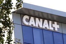 Canal+ a dévoilé jeudi une refonte de ses offres commerciales pour tenter de reconquérir ses abonnés, dont il ambitionne de doubler le nombre l'année prochaine. /Photo d'archives/REUTERS/Charles Platiau