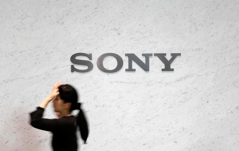 A reception staff walks under a logo of Sony Corp at its headquarters in Tokyo February 4, 2015.   REUTERS/Yuya Shino/File Photo