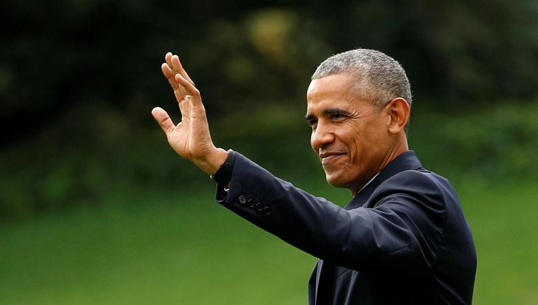 U.S. President Barack Obama waves as he departs the White House in Washington October 13, 2016.  REUTERS/Kevin Lamarque