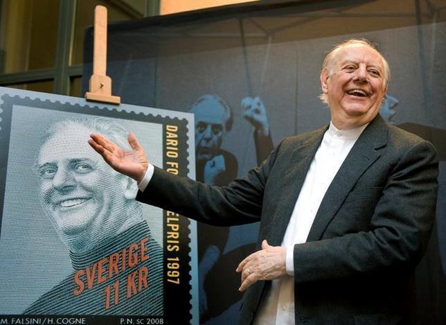 10月13日、1997年にノーベル文学賞を受賞したイタリアの劇作家、ダリオ・フォ氏が死去した。90歳だった。写真はストックホルムで2008年11月撮影(2016年 ロイター/Scanpix/Anders Wiklund)