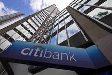 Штаб-квартира Citibank в Нью-Йорке. Citigroup Inc, четвёртый крупнейший банк по активам в США, в пятницу сообщил о падении квартальной прибыли на 10,5 процента в связи со снижением выручки от торговли акциями.    REUTERS/Mike Segar/Files