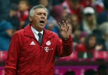 Técnico do Bayern de Munique, Carlo Ancelotti, durante partida da Liga Alemã.   17/09/2016          REUTERS/Michael Dalder