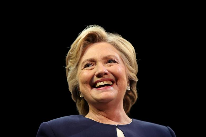 U.S. Democratic presidential nominee Hillary Clinton smiles as she greets the crowd at a fundraiser in San Francisco, California, U.S. October 13, 2016. REUTERS/Lucy Nicholson