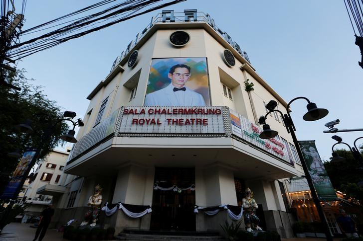 A portrait of Thailand's late King Bhumibol Adulyadej is seen at Sala Chalermkrung Royal Theatre which is closed following the death of the king, in Bangkok, Thailand October 15, 2016. REUTERS/Jorge Silva