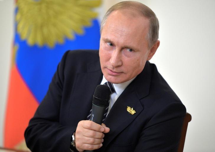 Russian President Vladimir Putin speaks during a news conference following the BRICS (Brazil, Russia, India, China and South Africa) Summit in Goa, October 16, 2016. Sputnik/Kremlin/Alexei Druzhinin via REUTERS
