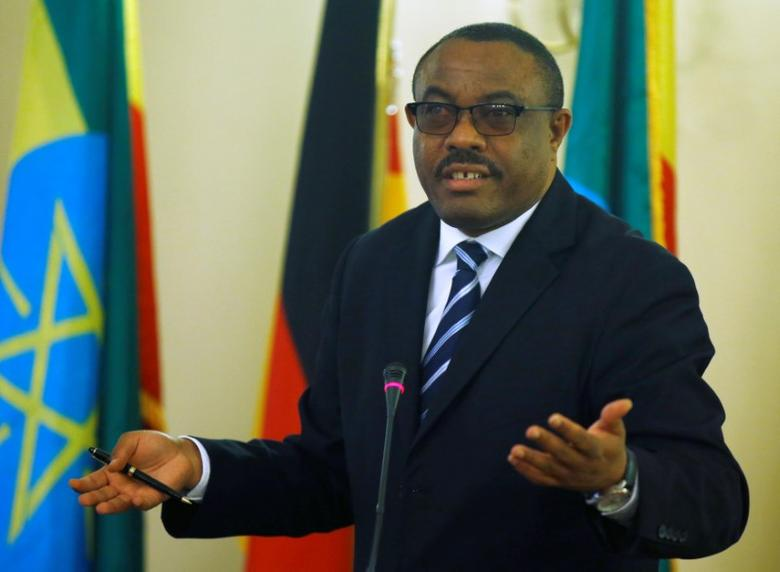 Ethiopian Prime Minister Hailemariam Desalegn gestures during a news conference in Addis Ababa, Ethiopia, October 11, 2016. REUTERS/Tiksa Negeri