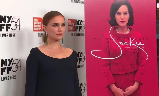 10月13日、ニューヨーク・フィルム・フェスティバルで、暗殺されたジョン・F・ケネディ元大統領の未亡人ジャクリーン・ケネディの伝記映画「Jackie」がプレミア上映され、主演のナタリー・ポートマンが出席した。写真は動画から(2016年 ロイター)
