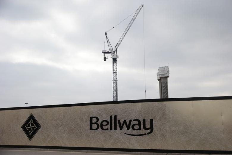 A crane is seen at a Bellway housing development in London, Britain October 12, 2015. REUTERS/Suzanne Plunkett/Files