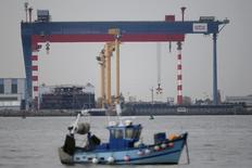 Un tribunal sud-coréen a décidé que le groupe STX, propriétaire à 66% des chantiers navals de Saint-Nazaire, serait vendu en deux entités ou en bloc, avec une préférence pour cette dernière solution.  /Photo d'archives/REUTERS/Stephane Mahe