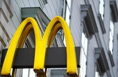 McDonald's a fait état vendredi d'une hausse supérieure aux attentes de ses ventes à périmètre comparable au troisième trimestre. /Photo prise le 1er octobre 2016/REUTERS/Leonhard Foeger