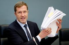 Paul Magnette, le ministre-président de Wallonie. Le Parlement wallon refusera de se plier à tout ultimatum adressé par les autorités européennes au sujet de son refus d'approuver l'accord de libre-échange avec le Canada (CETA). /Photo prise le 21 octobre 2016/REUTERS/Francois Lenoir