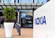 Штаб-квартира Nokia в Эспоо 4 августа 2016 года. Nokia в четверг сообщила о падении квартальных продаж и прибыли подразделения сетевого оборудования, однако все равно опередила своего конкурента Ericsson на слабом рынке благодаря сокращению расходов после недавнего приобретения Alcatel-Lucent. Lehtikuva/Irene Stachon/via REUTERS