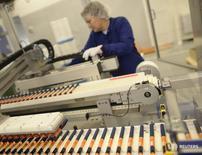 Производство инсулина на заводе Novo Nordisk в Калуннборге 4 ноября 2013 года. Крупнейший в мире производитель инсулина Novo Nordisk в пятницу ухудшил свой долгосрочный прогноз роста, сигнализировав о сохранении трудностей на американском рынке, что привело к резкому снижению акций компании.  REUTERS/Fabian Bimmer