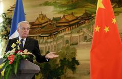 El ministro de Relaciones Exteriores francés, Jean-Marc Ayrault, en una conferencia de prensa en Pekín, China. 31 de octubre de 2016. Francia y China crearán un fondo para la inversión conjunta en proyectos en el extranjero, dijo el lunes el ministro francés de Relaciones Exteriores en Pekín. REUTERS/Jason Lee