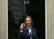 Britain's Olympic gold medallist skeleton racer Lizzy Yarnold poses with her medal outside 10 Downing Street in London February 25, 2014. Yarnold and Britain's 2014 Sochi Winter Olympic medallists were at Downing Street to meet Britain's Prime Minister David Cameron.    REUTERS/Suzanne Plunkett