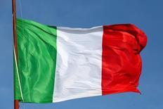 Le cabinet d'études allemand Sentix publie une enquête ce mardi selon laquelle l'Italie est pour la première fois perçue comme étant plus menacée d'une sortie de la zone euro que la Grèce. /Photo d'archives/REUTERS/ Stefano Rellandini