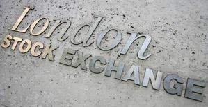 Les Bourses européennes ont nettement reculé jeudi. À Paris, l'indice CAC 40 a cédé 1,24% (55,61 points) à 4.414,67 points. À Francfort, le Dax a reculé de 1,47% et à Londres, le FTSE a cédé 1,04%. /Photo d'archives/REUTERS/Luke MacGregor
