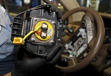 A recalled Takata airbag inflator removed it from a Honda Pilot is shown at the AutoNation Honda dealership service department in Miami, Florida, United States on June 25, 2015.    REUTERS/Joe Skipper/File Photo