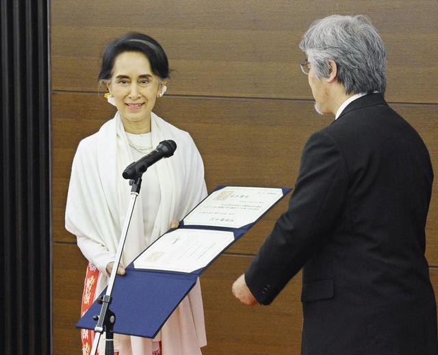 Myanmar State Counselor Aung San Suu Kyi (L) receives an honorary doctorate from the president of Kyoto University, Juichi Yamagiwa in Kyoto, Japan Nov. 3, 2016. Mandatory credit Kyodo/via REUTERS