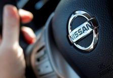 Nissan Motor a annoncé lundi un bénéfice d'exploitation en baisse de 19% au deuxième trimestre, supérieur au consensus toutefois, un yen fort l'ayant emporté sur une croissance des ventes. /Photo prise le 23 avril 2016/REUTERS/Régis Duvignau