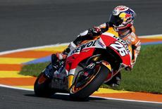 Honda MotoGP rider Dani Pedrosa of Spain looks back as he rides his bike during the second  qualifying session ahead of the Valencia Motorcycle Grand Prix at the Ricardo Tormo racetrack in Cheste, near Valencia, Spain, November 6, 2015. REUTERS/Heino Kalis