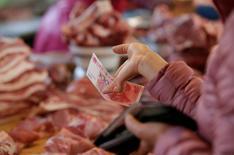 L'inflation mesurée par les prix de détail a progressé à 2,1% en octobre, conformément aux attentes, après 1,9% le mois précédent. /Photo d'archives/REUTERS/Jason Lee