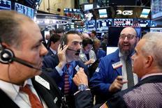 La Bourse de New York a ouvert en hausse jeudi, au lendemain de la victoire du républicain Donald Trump dans la course à la Maison Blanche, lequel a mis l'accent sur la relance de l'économie. L'indice Dow Jones gagne 0,77% à 18.730,25, un record en séance, dans les premiers échanges. /Photo prise le 9 novembre 2016/REUTERS/Brendan McDermid