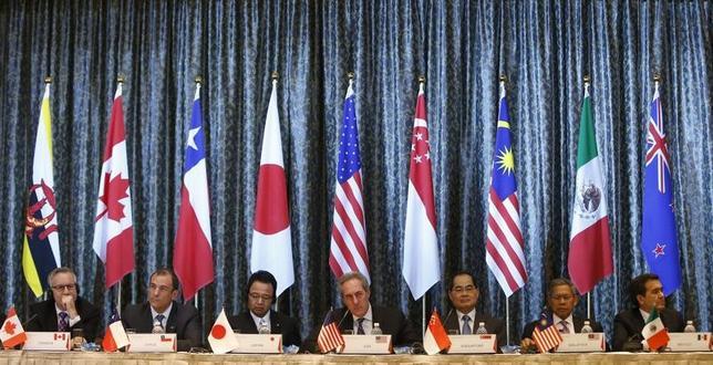 11月10日、メキシコのグアハルド経済相は、ロイターとのインタビューに応じ、米議会が環太平洋経済連携協定(TPP)を批准しない場合、米国抜きの発効を検討する可能性があるとの認識を示した。写真はシンガポールで行われたTPP閣僚級会合後の記者会見。2014年2月撮影(2016年 ロイター/Edgar Su)