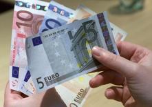 La croissance économique a été stable dans la zone euro au troisième trimestre, confirme une deuxième estimation publiée mardi par Eurostat. /Photo d'archives/REUTERS/Vincent Kessler