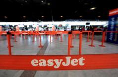 La compagnie aérienne britannique easyJet a annoncé mardi qu'elle demanderait une nouvelle licence pour continuer à opérer au sein de l'Union européenne (UE) après le vote de la Grande-Bretagne en faveur d'une sortie de l'Union et après une année difficile. /Photo d'archives/REUTERS/Eric Gaillard