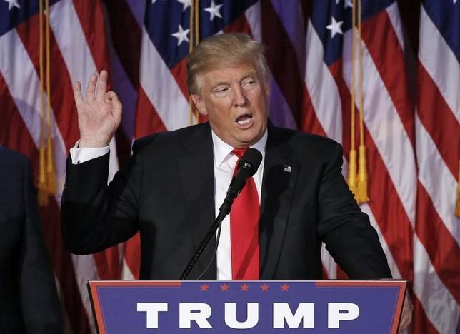 11月15日、イタリアのパドアン経済・財務相は、米大統領選でのトランプ氏の勝利について、投資家にとって憂慮すべき兆候があると述べるとともに、歴史的な低金利に終止符を打つ可能性があるとの見解を示した。写真はニューヨークで9日撮影(2016年 ロイター/Mike Segar)