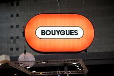 Bouygues a fait état mercredi d'une hausse de son résultat opérationnel au troisième trimestre malgré la restructuration chez Colas et TF1, et confirmé les perspectives d'amélioration dans ses métiers BTP et télécoms. /Photo d'archives/REUTERS/Charles Platiau