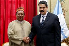 OPEC Secretary-General Mohammed Barkindo (L) and Venezuela's President Nicolas Maduro shake hands during their meeting at Miraflores Palace in Caracas, Venezuela November 16, 2016. REUTERS/Carlos Garcia Rawlins