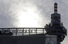 L'italien Mediaset est en contact avec son concurrent britannique Sky en vue d'une éventuelle opération concernant son bouquet de télévision payante, Premium, que Vivendi ne veut plus acheter. /Photo d'archives/REUTERS/Stefano Rellandini