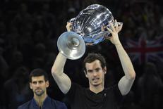 Tennis Britain - Barclays ATP World Tour Finals - O2 Arena, London - 20/11/16 Great Britain's Andy Murray celebrates with the Year-End No. 1 Trophy Reuters / Toby Melville Livepic