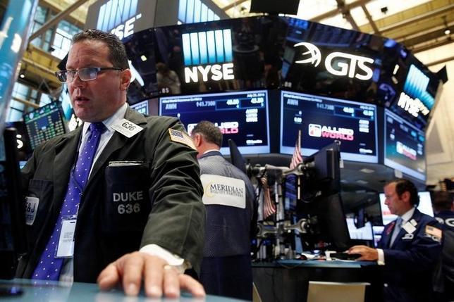 11月18日、21日からの週の米国株式市場では、8日の米大統領選挙でのドナルド・トランプ氏の勝利を受け、今週も新政権の政策が株式にどのような影響を及ぼすか探る動きが続きそうだ。7月撮影(2016年 ロイター/Brendan McDermid)