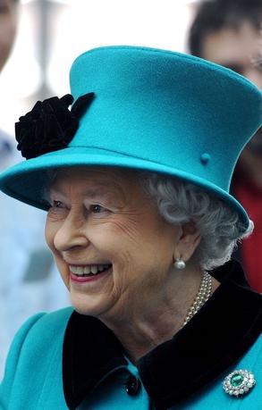 11月20日、英サンデー・タイムズ紙は、英政府がエリザベス女王の招待でトランプ次期米大統領に来年英国を公式訪問してもらう意向であると報じた。写真は9日代表撮影(2016年 ロイター/Nick Ansell)