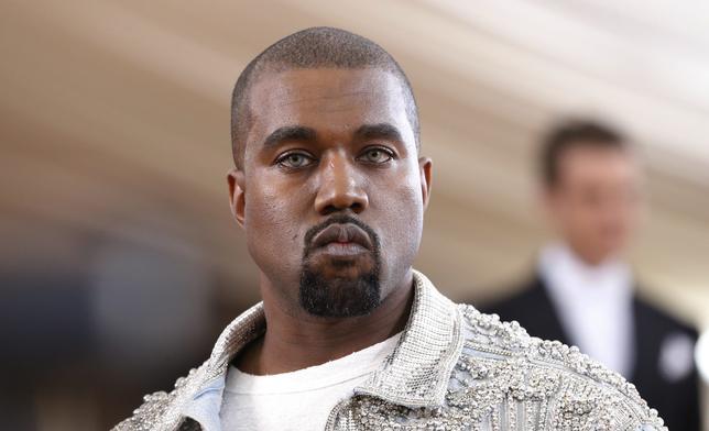 11月18日、米ラップミュージシャンのカニエ・ウェストさんが17日夜のコンサート中にドナルド・トランプ次期大統領への支持を表明し、ファンからはブーイングや、やじを飛ばすなどの反応がみられた。写真はニューヨークで5月撮影(2016年 ロイター/Lucas Jackson)