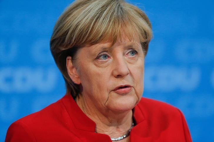 2016年11月20日,德国柏林,德国总理默克尔宣布将在明年大选中寻求第四个总理任期。REUTERS/Hannibal Hanschke