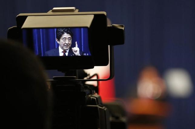 11月21日、政府・与党は、2017年度予算案で、医療費など社会保障費の伸びを1400億円程度抑制する具体策の調整に入った。写真は都内で2014年3月撮影(2016年 ロイター/Yuya Shino)