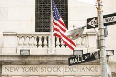 La Bourse de New York a fini en hausse mardi, les trois grands indices ayant atteint des records pour la deuxième séance d'affilée, toujours portés par l'élection surprise de Donald Trump, malgré un net repli du secteur de la santé. L'indice Dow Jones, qui a franchi la barre des 19.000, a gagné 67,18 points, soit 0,35%, à 19.023,87 points. /Photo d'archives/REUTERS/Lucas Jackson