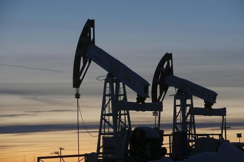 2016年1月25日,俄罗斯西西伯利亚城市Kogalym附近卢克石油公司油田的抽油机。REUTERS/Sergei Karpukhin