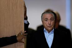 Presidente Michel Temer chega para entrevista coletiva no Palácio do Planalto, em Brasilia. 27/11/2016 REUTERS/Ueslei Marcelino