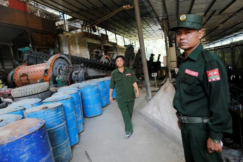 United Wa State Army (UWSA) soldiers seen in tin mine factory at Man Maw at ethnic Wa territory in northeast Myanmar October 5, 2016. REUTERS/Soe Zeya Tun