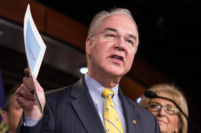 11月29日、トランプ次期米大統領は保健福祉長官に医療保険制度改革(オバマケア)を厳しく批判してきた共和党のトム・プライス下院議員(ジョージア州)を起用する。関係筋がロイターに明らかにした。29日に発表するとしている。写真は米ワシントンで下院予算会委員長として記者会見を行うプライス下院議員。昨年3月撮影(2016年 ロイター/Joshua Roberts)
